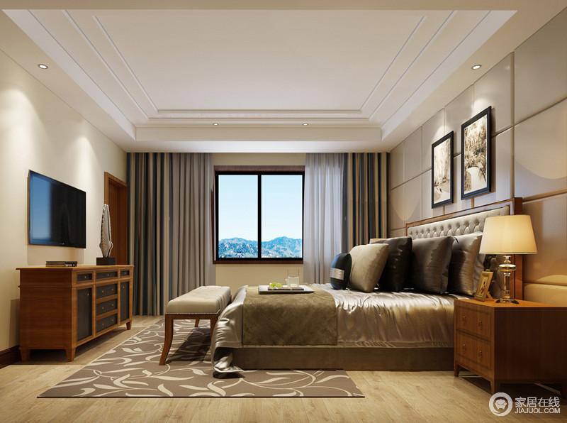 卧室以灰色皮包几何块作为背景墙,线性设计让空间简约之中多了素雅;实木家具流畅的造型和实用之能,添置现代温馨;灰色丝绸床品因为深色靠垫的点缀让人更踏实,灰色圈形地毯的素简与现代古典床尾凳尽显大家风范儿。