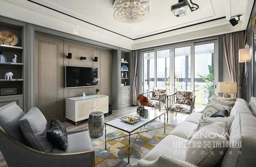 本案为120㎡的轻奢美式风,设计师选用带有金属光泽的艺术品、各种庄重的家具等作为点缀,提升了空间的格调,同时凸显出空间的奢华度与主人高贵的气质。