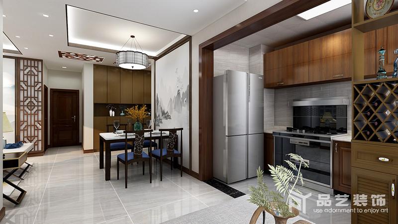 餐廳以開放式的設計,讓生活多了一份簡單,灰白云墨掛畫奠定了空間的東方氣息,搭配藍色椅面的實木餐椅和餐桌,盡顯新中式的設計精髓:簡美、端莊。