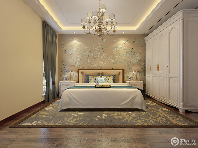 天然的米驼色有着舒缓的质感,搭配木质地面,让宽敞的卧室有着愉悦放松感;床头和地毯分别用各异的花枝装点,并呼应床品上的花纹,瞬间为空间注入浪漫的自然气息;铺展的白色床品则与衣柜步调一致,诠释出几分清新。