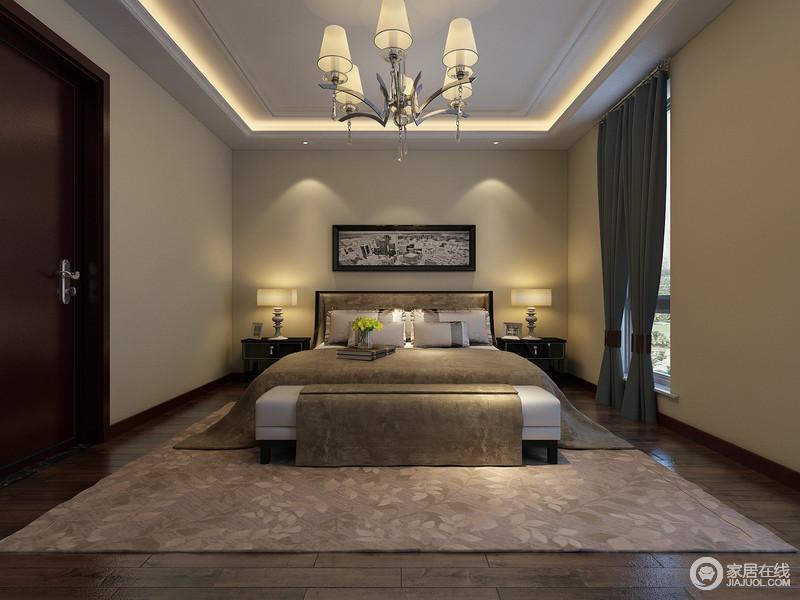 次卧延续了主卧的米驼色背景墙面,营造一室的温馨气氛;同时以点、线的灯影设计,制造出静谧安宁的休憩环境;床品、地毯及窗帘色调均沉厚素雅,愈加显得宽敞的空间舒适无压简约静逸。