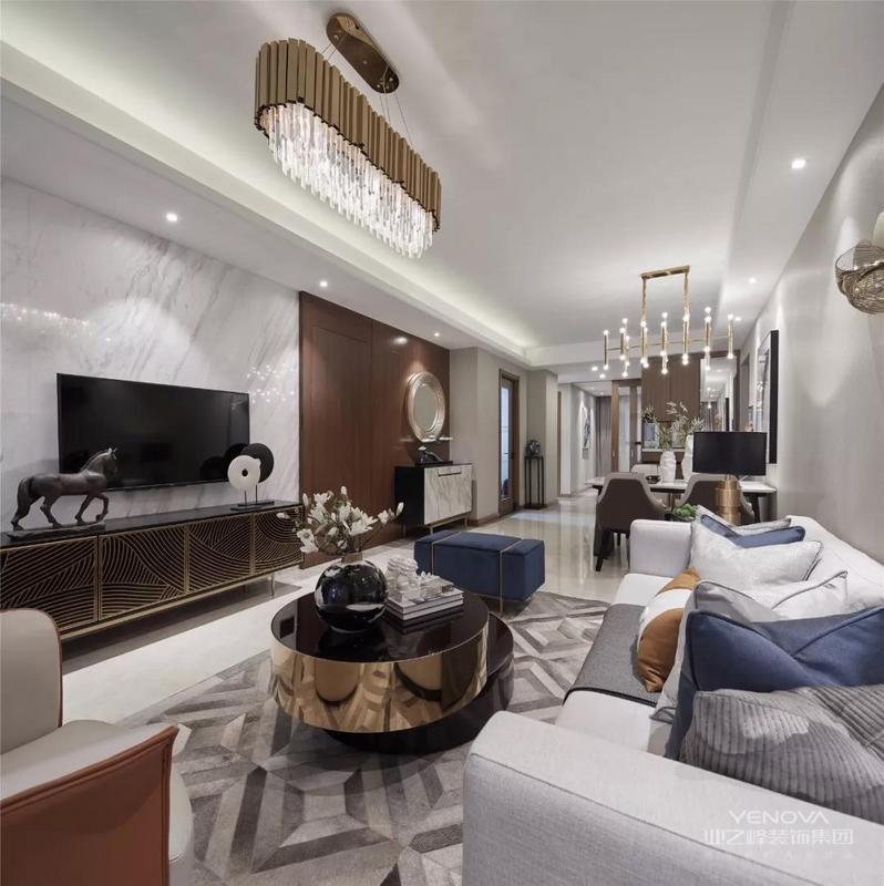 现代简约装修风格要素:金属灯罩、玻璃灯+高纯度色彩+线条简洁的家具、到位的软装。金属是工业化社会的产物,也是体现简约风格最有力的手段。各种不同造型的金属灯,都是现代简约派的代表产品。
