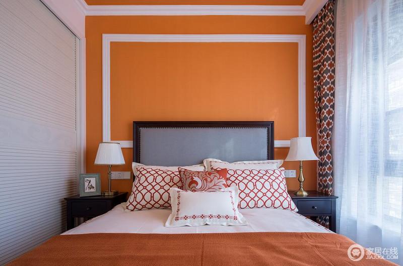 轻奢时尚的爱马仕橙相遇中性的棕红,如同满溢的热烈暖韵,整个空间散发出极致诱人的美韵;辅以干净的白色和少许沉静的黑色,汇入风华的纯粹,加上花纹和几何网格的点缀,撩拨出空间动人的精致感。