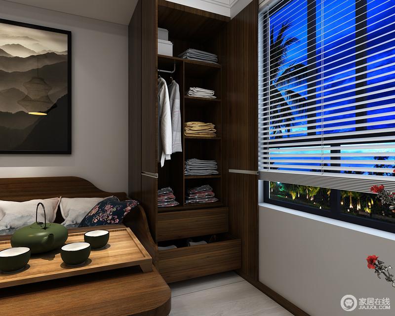 书房除了满足主人的的读书需求之外,还专门增加了实木衣柜,让空间具有实用性,同时白色百叶窗的线条设计,构成空间的大气。
