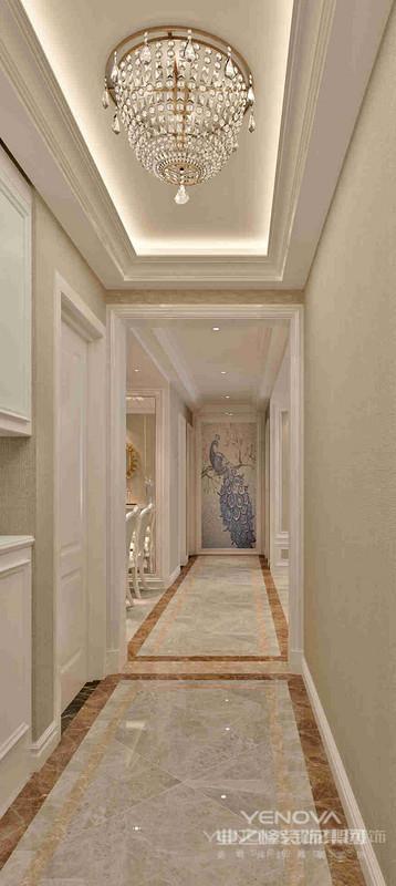 在形式上中式建筑有自己的特点,坡屋顶、院墙、青瓦、干净明白的白色粉墙、马头墙,以及极具中国特色的门窗装饰,给人一种悠远、浓厚的文化韵味。