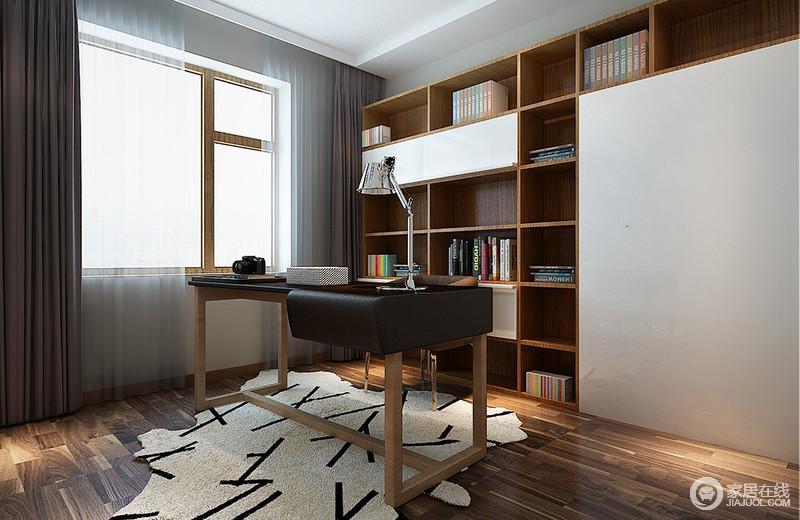书房看似简约但并不单调,趣味十足的书架极具视觉冲击力,释放出浓郁的文艺气息;书桌也不甘平庸,拼接材质也非常有看点,加上地毯上枝桠图案的营造,铁艺台灯工业质感点缀,空间从容而自在的呈现出文化内蕴。
