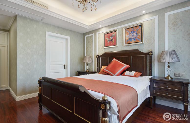 卧室的家居选择与客厅相呼应,墙面的墙布选择淡色系,家居色彩鲜明。主卧自带卫生间。