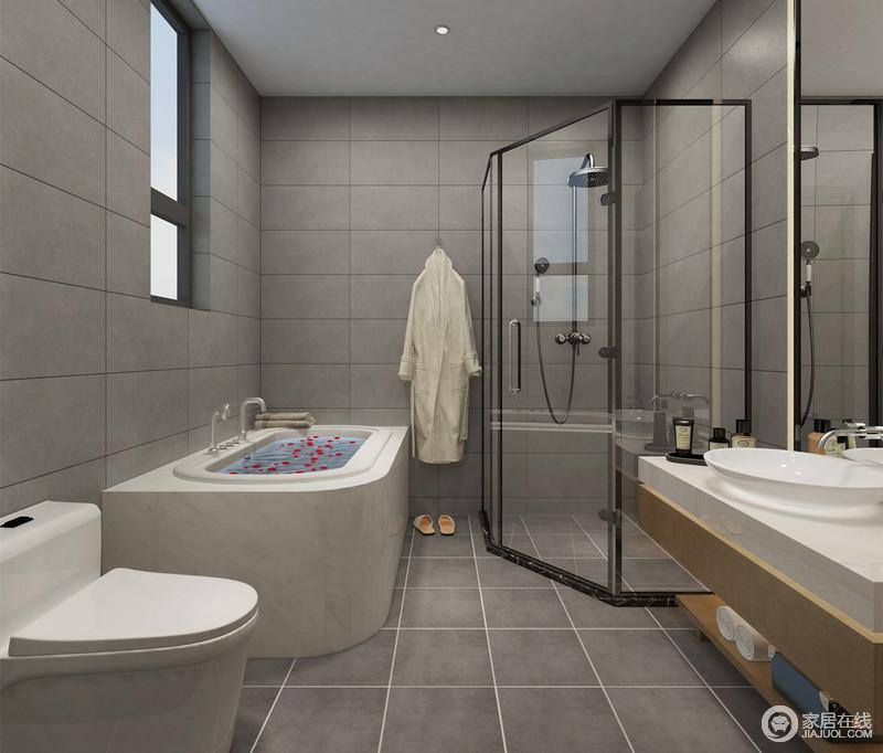 中性的灰色墙地砖使卫浴空间显得静怡深邃,愈发衬托白色洁具的干净整洁;通透的弧形玻璃有效隔离了干湿区域,也防止了盥洗台处木质收纳受到水渍的侵扰。