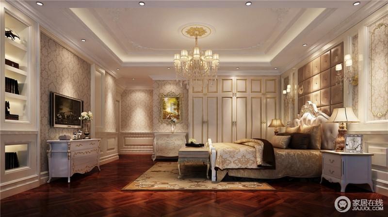 此卧室同样在风格的选用上依然是法式风格的处理手法,简约但不简单,颜色与其它空间相区分,采用淡金色显得稳重又不突兀。
