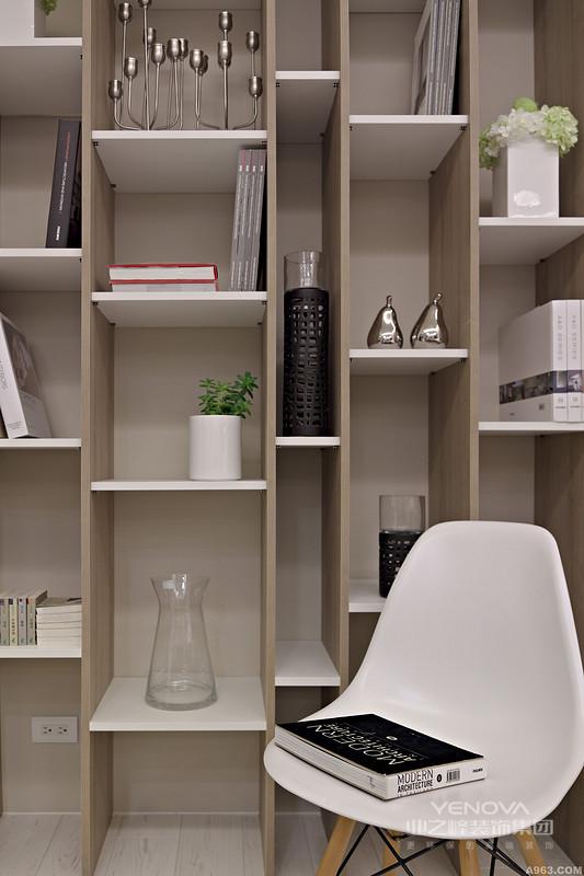 代都市生活节奏快,压力大,因此很多年轻人在家庭装修风格上更加青睐日式风格装修。日式风格设计不仅崇尚简约自然,设计细节之处也更加细致和精致,对空间的利用也更加充分,实用性更强。简单来说,现代日式风格装修的主要设计特点可以概括为以下三点:实用性强、装修风格独特和材料自然环保