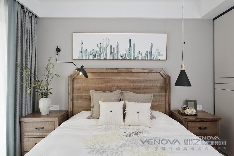 一般来说,英式田园家具造型简洁大方,没有过多的装饰效果,但免不了在一些细节处做处理。柜子、床等家具色调比较纯洁,白色、木本色都是经典色彩。其手工沙发非常出名,大多是布面的,色彩秀丽,线条优美,注重面布的配色与对称之美,越是浓烈的花卉图案或条纹越能展现英国味道。柔美是主流,但是很简洁