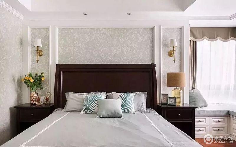 卧室灰绿色的花纹壁纸填补在石膏造型墙内,让空间更为利落;美式家具巧妙地组合赋予了生活质感,而玻璃、黄铜灯具组合,在饰品的点缀中,更显趣味;L形飘窗的收纳功能,驼色窗帘的中性沉稳,搭配出温和。