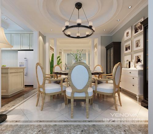 灰色大理石框建了白色瓷砖的外围,愈显简欧之韵;餐厅整体以白色调的设计让圆形烛台吊灯将田园之情弥散在空间,惬意不止;实木餐椅改变了新古典设计的材质,却在神韵上将古典之美呈现出来。