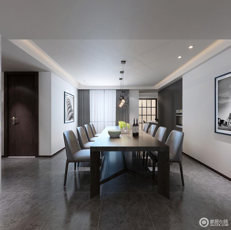 餐厅深灰色地面简约硬朗,质感精良的皮质餐椅配搭着利落的深棕实木大方桌,令空间的气质非常沉稳,一排铁艺吊灯,更添工业风;而大白墙则让空间氛围愈加纯粹,拼接的收纳柜,创意嵌入家电,空间细节考究精细。