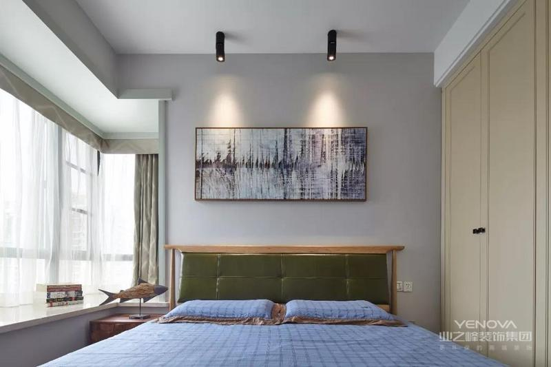 """简约风格--设计重点放在整体空间的装饰色彩把握上,对于""""回家只是睡觉""""的忙碌上班族而言,家一定是休息的港湾,温馨舒适,首先整体简单大方,肯定顶面是空间的辅助面并且采用满顶手法去区分空间的功能性。其次地面设计手法趋于简单,不采用拼花,而是简单的铺贴手法,让地面更干净。"""