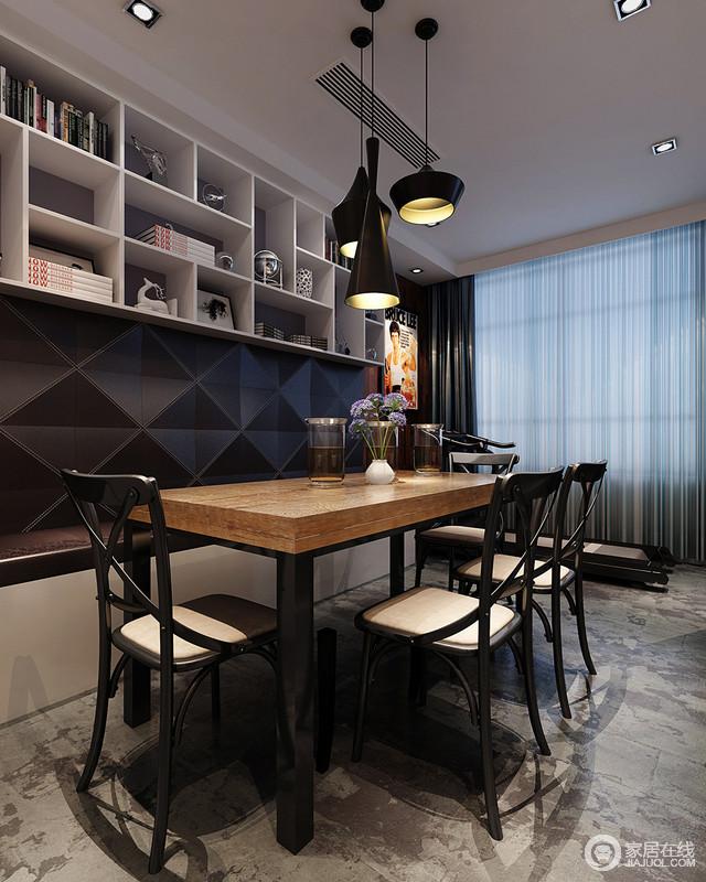 餐厅以黑白色为主调,白色悬挂柜不仅具有收纳功能,也为空间注入了展陈美学,与黑色铁艺吊灯呈黑白之美;卡座设计让空间更为紧凑、实用,而黑色菱形墙面与实木餐桌、铁艺餐椅构成现代工业时尚,精巧而得体。
