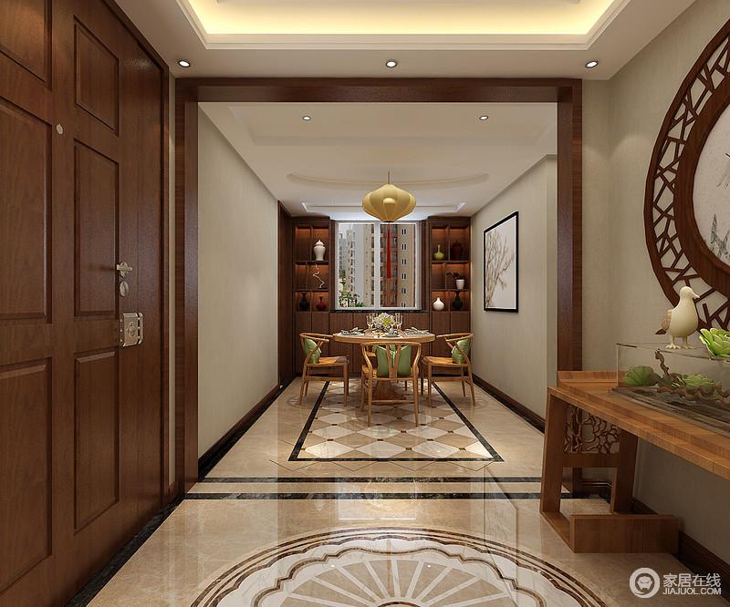 入口门厅的设计并没有太多的繁杂和冗余,而是在空间功能分区明确的基础上,突出了空间感;空间色调柔和,却利用圆形拼花地砖提升了空间的炫目。