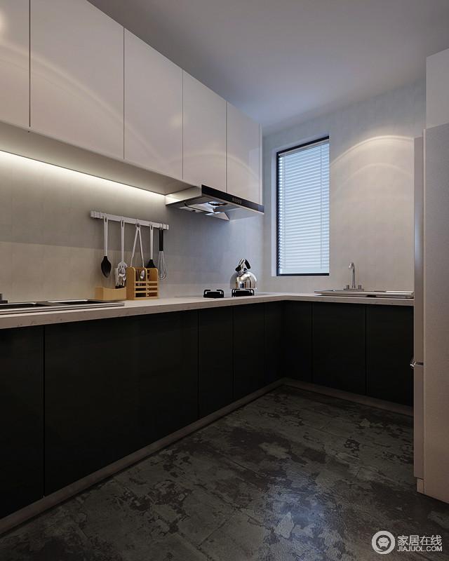 厨房十分规整,并没有太多的形式化设计,一切从实用出发,只为生活足够简单方便;黑白组合的橱柜满足收纳需求,以尽显现代抽象之美,灰色水泥感的墙面与砖石的斑驳让工业冷冽成为空间的焦点,给生活工业格调。