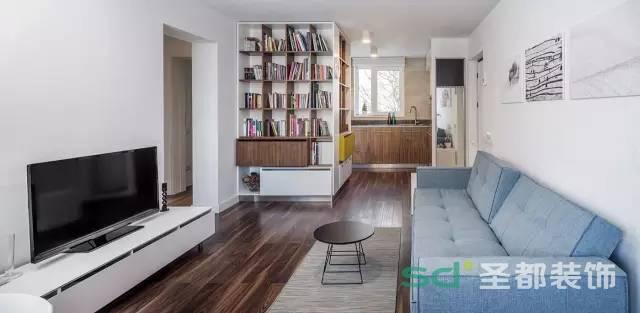 客厅的简单大方又不过于极简是屋主对风格的想法,设计师融合业主的想法,混搭的色调使客厅看起来很完美。