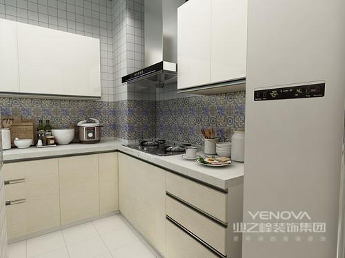本案是个小户型三居,太繁琐的装饰反而显得空间很拥挤,淡淡灰色为主色调既没有白色那么单调,还多了分温馨感。通过家具和软装的的颜色搭配选择,让家变得更加具有层次感。