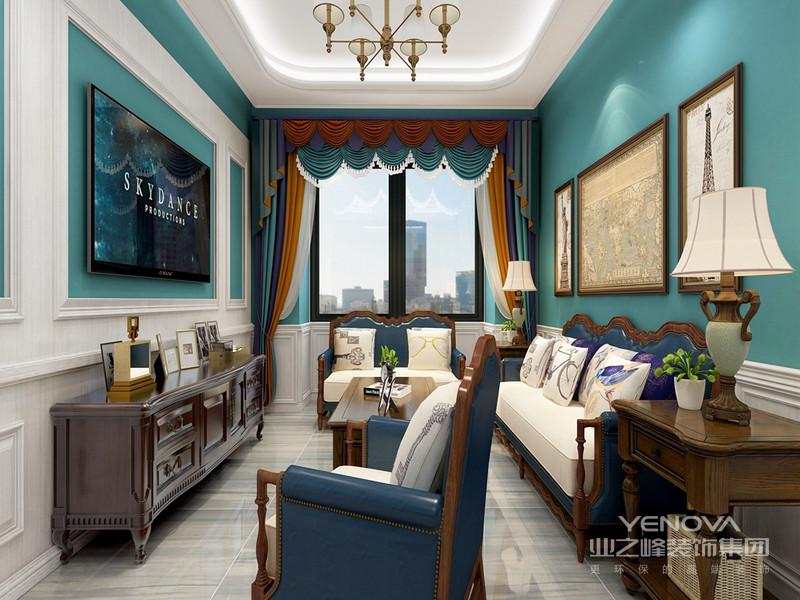 本案例主要表现为追求华丽、高雅的古典风格。居室色彩主调以白色为主,家具则为古典弯腿式,家具、门、窗也可以都漆成白色,同时擅用各种花饰来进行点缀。丰富的木线变化、富丽的窗帘帷幄是西式传统室内装饰的固有搭配,空间环境多表现出一种华美、富丽、浪漫的气氛。