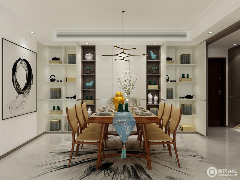 黑白极简的餐边柜是为了营造家庭用餐小情调,同时我们赋予它强大收纳功能,抽象地地毯和黑色挂画,与实木家具的温和,平衡出大气。