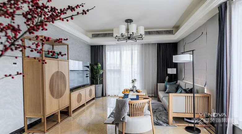 门窗都没有选用传统的材质,而是选用木材来进行设计,整体搭配风格统一,更显温馨舒适。