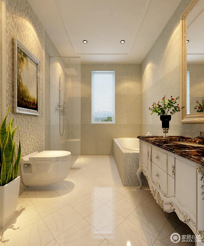 卫浴间的设计十分简洁,没有多余的造型,在砖石的选择上以米色为主,力求营造平和感,但是新古典雕花盥洗台提升了空间的质感,吐露着奢华范儿。