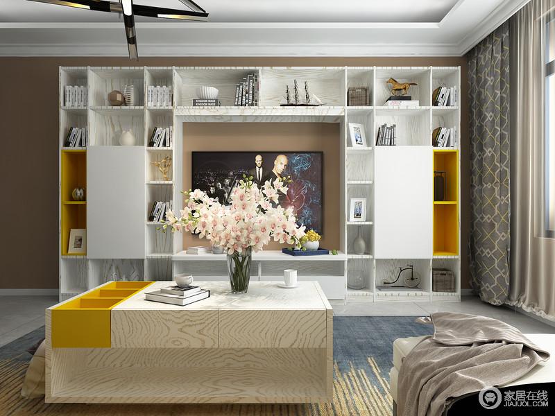 个性定制的组合柜,琳琅满目简直是工艺品的天堂,满满一墙的以潮流气息。