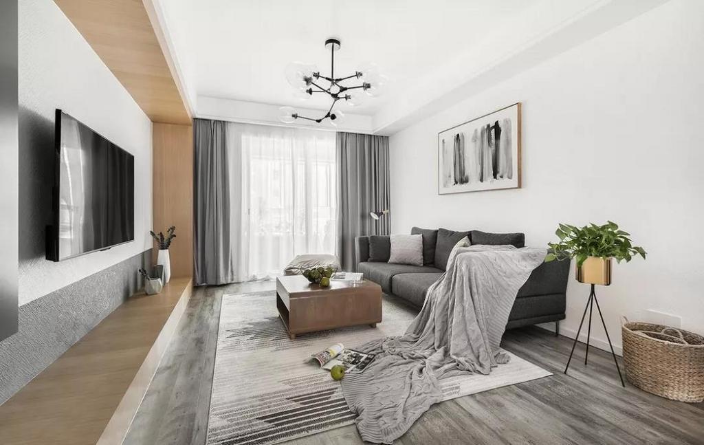 客厅取消了成品电视柜,用现场制作的木饰面造型,很好的把过道区域和电视背景连接起来,让空间上有一个很好的延伸感。