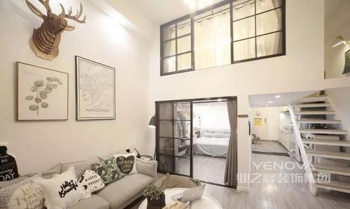 设计师通过与主人的沟通,将风格确定为简约风,让这个小户型的空间看似小,却尤为实用;不管从玄关处的收纳区,还是厨房的简单、白净,都让空间以生活为前提,作空间规划;在以白色为基调,其他家具和布艺的搭配的基础上,让空间充满了轻盈感,时刻让你感受到生活的清怡。