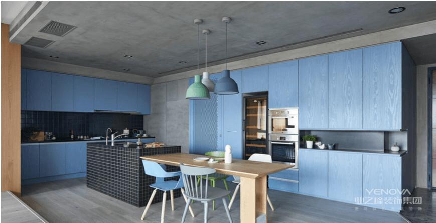 开放式的厨房设计力图打破传统的厨餐空间布局