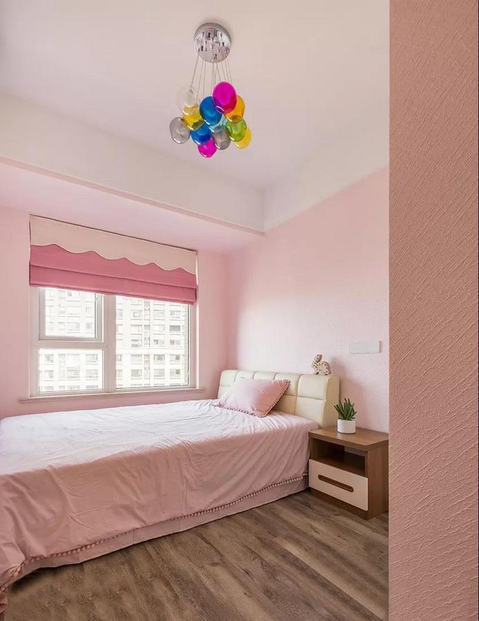 儿童房是梦幻的粉色系,既童真又治愈,少女心满满。