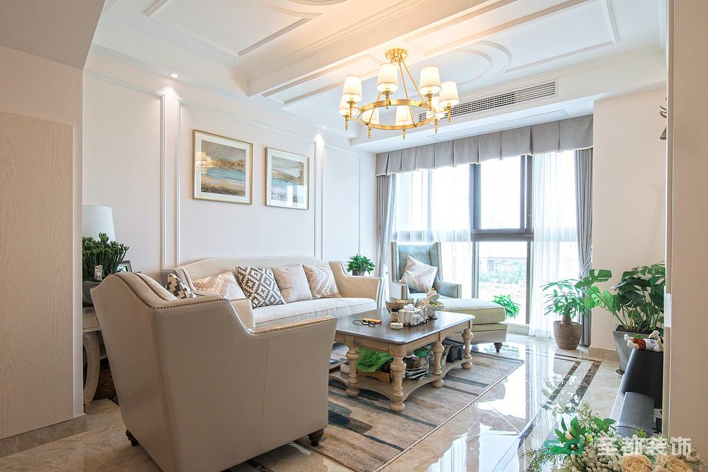 客厅作为待客区域,简洁明快,装饰方面更加明快光鲜感,使用了大量的石材和木饰面装饰。