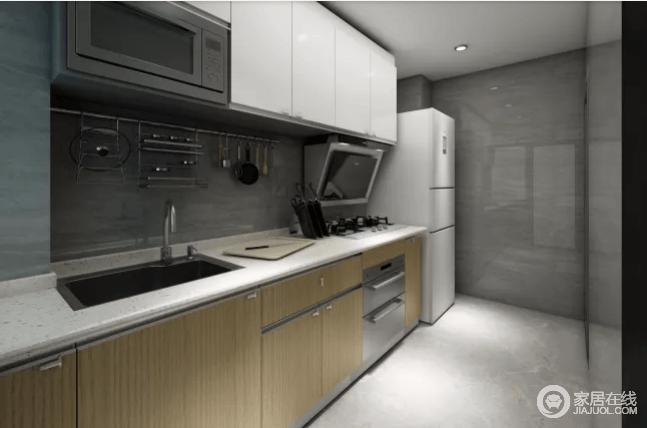 厨房橱柜选用原木色与白色的橱柜组合搭配,墙体搭配上浅灰色石纹墙砖与地砖。厨房配置炉头、消毒柜、微波炉等,让生活更为简单和舒适。