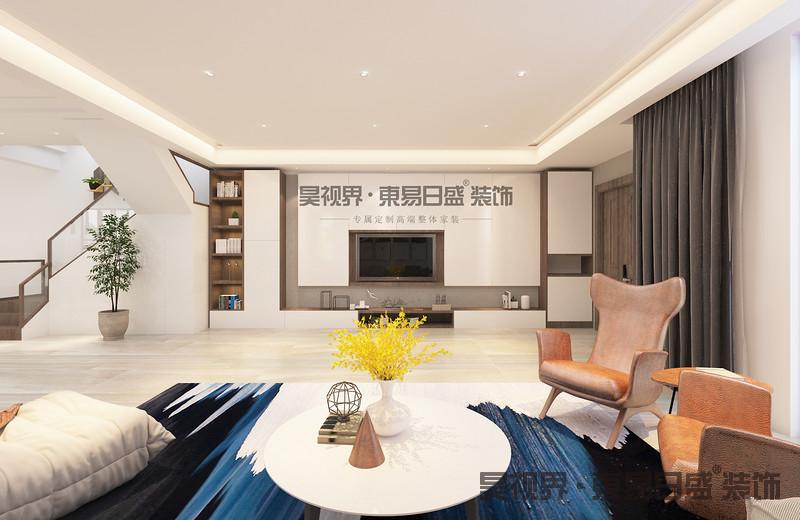 中间设计一个实用大吊灯,摆设一些布艺制品或者抱枕等饰品,是客厅更加精致温馨。