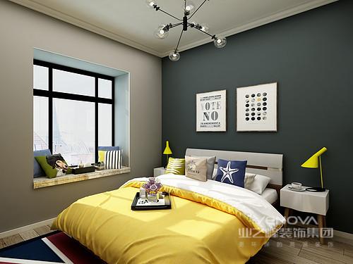 设计理念: 如何装修简约风格的小户型两居?黑白灰肯定不是第一选择,设计师用了跟比较活跃的颜色来充斥别人的眼球,在视觉感官上让空间变大,黄色,蓝色等都是设计师运用的元素,彩色不仅仅可以提升空间的亮度,还可以愉悦人们的心情。