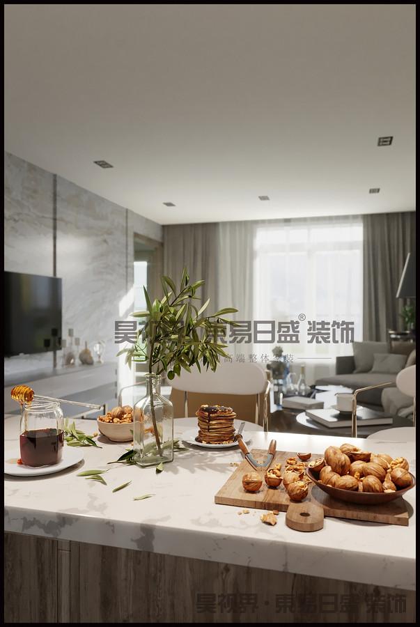 多中材质的对比运用也是这个空间表现力的所在。从窗户射进来的阳光照射在地面和沙发上,营造出温暖惬意的氛围。
