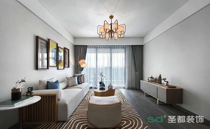 客厅的米色的沙发和茶几电视柜统一的色调,使空间呈现出悠闲自在、宁静致远的新中式生活意境。