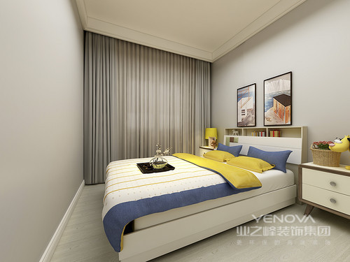 卧室选用了一般浅灰色作为墙面色彩,与清新的原木地板相映成趣;床头装饰的挂画与蓝黄白相间的床品,又互相辉映出多姿多彩的活力。