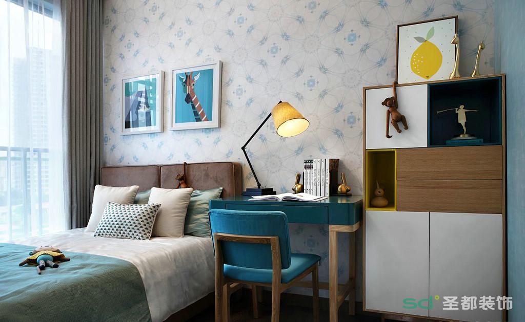 儿童房的整体颜色鲜亮活泼,淡淡的蓝色充满的整个空间,床头的挂画也给空间增添了一丝丝亮点。