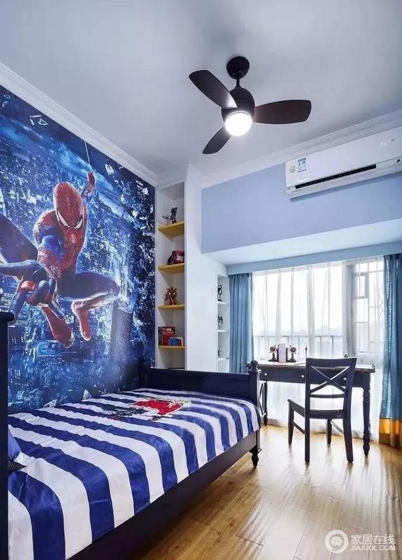 超级英雄的红蓝配色,有着活力满满的激情感,条纹相间的床品带有小小英伦味道
