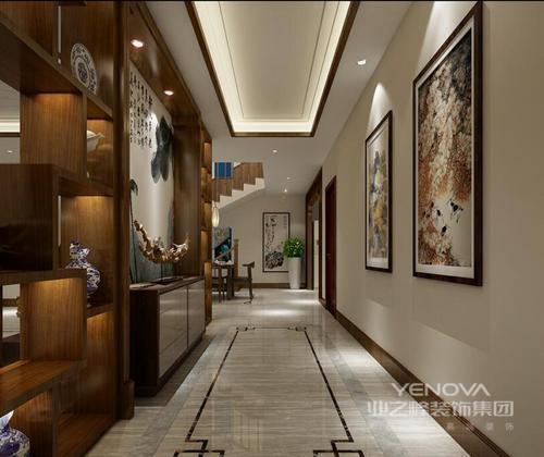 """中式家具和饰品或颜色较深,或非常艳丽,你在安排它们时需要对空间的整体色彩进行通盘考虑。 另外,中式装修讲究的是""""原汁原味""""和非常自然和谐的搭配。如果只是简单的构思和摆放,其后期的效果将会大打折扣。装修的色彩一般会用到棕色,这种颜色特别古朴、自然。但如果房屋整个色调都是棕色,就会给人压抑的感觉。所以灯光的设计调节也相当重要。"""