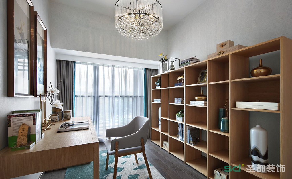 书房的采用了原木色的书架和书桌,新中式的挂画把整个空间的勾勒出来,显得诗意浮生