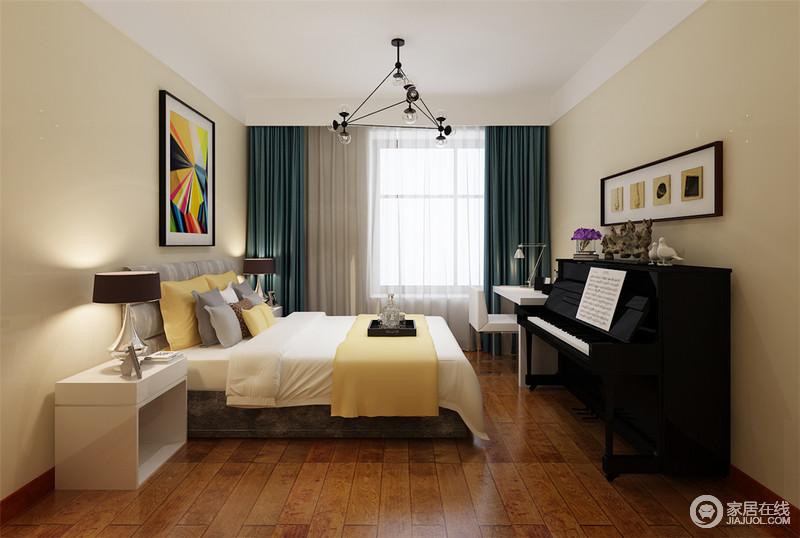 儿童房摒弃沉厚富贵的红木,取而代之是更加现代的白色家具;墙面以恬静舒适的米驼色打底,与米黄色床品呼应出活力;蓝色窗帘与缤纷装饰画,营造视觉上的层次和空间装饰感;一架黑色钢琴,为空间增添了文艺情调。