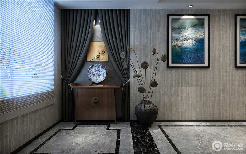 客厅一角淡雅,灰色的地砖以几何勾勒出了地面的简单,而麻色壁纸因为挂画而多了文化气息;深灰色窗帘的柔软与中式实木边柜的厚实因为青花瓷瓶陈列出了空间的东方魅力。