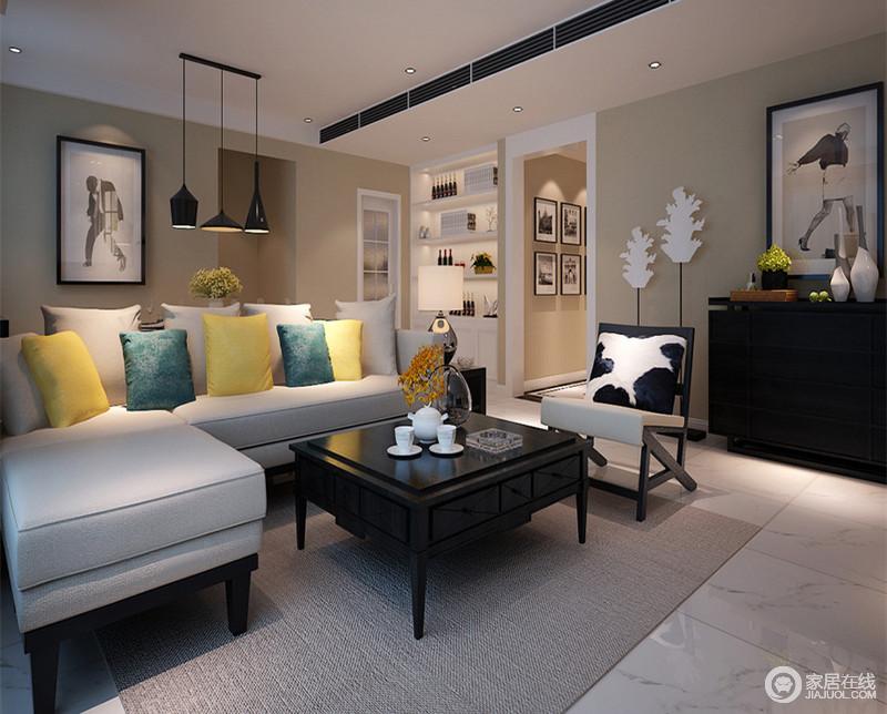 客厅被粉刷了米色,虽然灰白色的地砖略为冷清,但是以色彩平衡视觉感受,不失为讨巧;黑白的艺术作品与黑白色调的饰品和木柜组合出时尚,让空间更为精致;灰色沙发因为黄绿靠垫多了活力,精巧的木凳因黑白靠垫,张扬着舒适与另类。