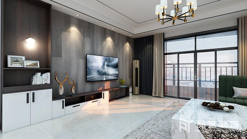 客廳的背景墻以深灰色地板鋪貼的方式來演繹自然穩重,并因為材質肌理與射燈的結合,讓空間多了樸質之美;黑白組合的電視柜簡單大方,也帶著收納之用,與鹿頭擺件裝飾出空間的精致,俞顯生活。