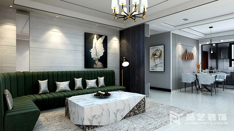 客廳與餐廳通過石墻簡單強調了空間屬性,深灰色板材裝飾,與淺灰色背景墻構成深淺對比,而兩幅掛畫無形之中裝飾出抽象藝術;墨綠色沙發搭配銀色靠墊和黃銅落地燈,讓空間多了輕奢職位,而大理石制成的茶幾和草色地毯為空間帶來原始樸質,調和出生活的多趣。