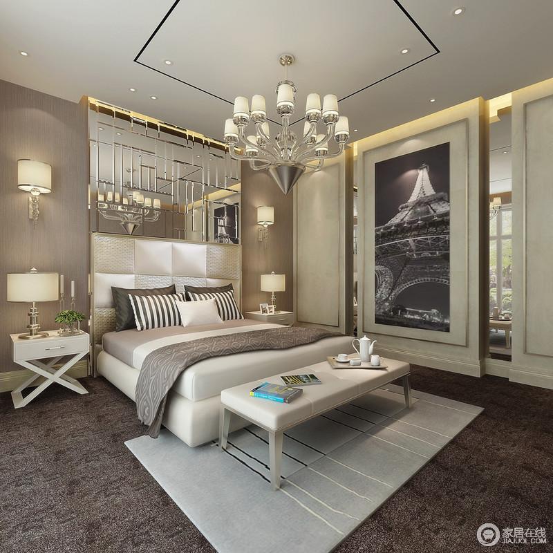 卧室不规侧银镜、墙面灰色肌理壁纸与大幅黑白城市画带给空间一种贵气、冷峻的时尚感。